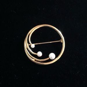 Classic Monet Gold Tone and Faux Pearl Pin/Broach